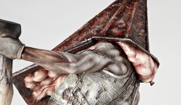 More pics of upcoming Pyramid Head statue